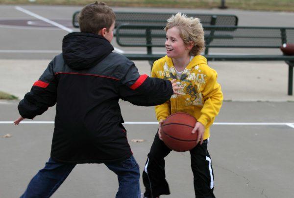 aha18-ghid-activ-fizic-copii-baschet