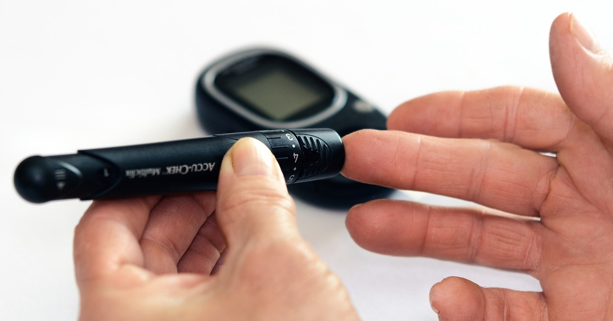 Auto-monitorizarea glicemiei și a tensiunii arteriale este recomandată pentru pacienții cu diabet