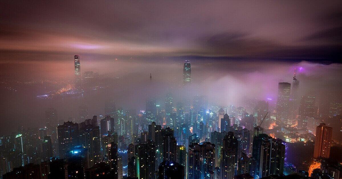 Oraș poluat noaptea