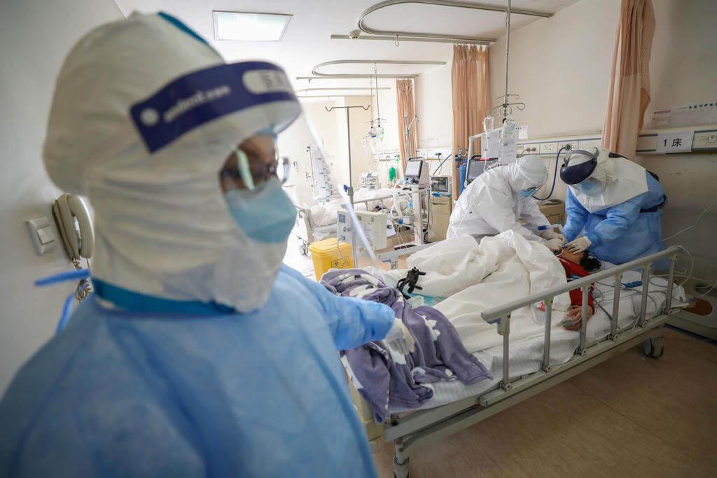 Coronavirus COVID-19 patient critic urgenta