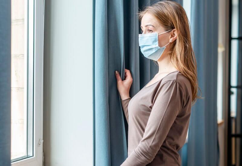 Vizitatorilor nu li se va permite accesul până când pacientul nu și-a revenit complet și nu mai are semne și simptome de COVID-19.